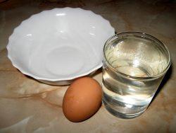 Лечение шпоры на пятке народными средствами с уксусом и яйцом