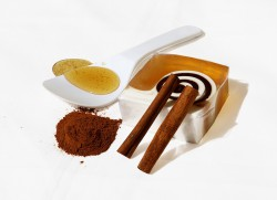 Корица с медом: полезные свойства и противопоказания